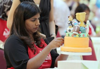 Contestants showcase cake-decorating skills at challenge