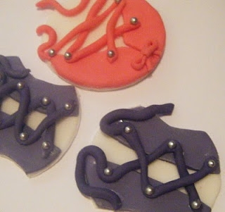 A Little Cake Decorating Tutorial – How to make kinky corset cupcake toppers.