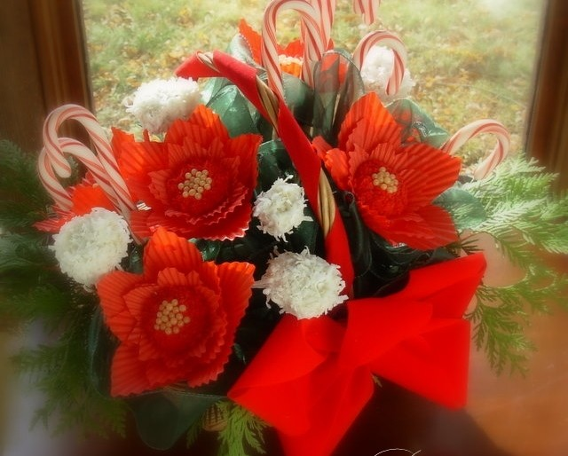 Poinsettia cookie and coconut truffle bouquet