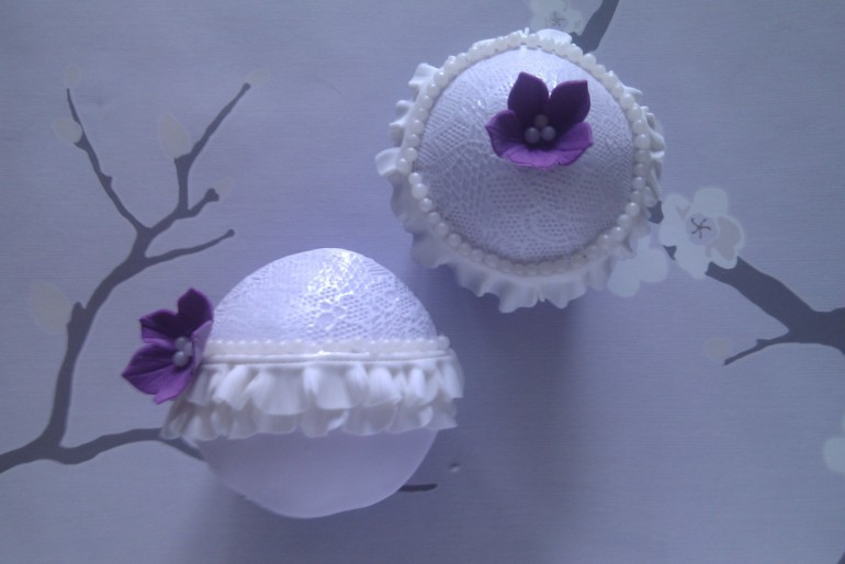 Lace Effect Cupcakes