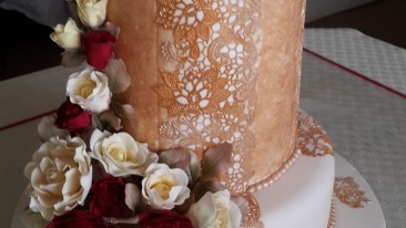 Vintage Wedding Cake – Roses and Lace
