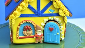SNOW WHITE and the SEVEN DWARFS GINGERBREAD HOUSE by HANIELA'S