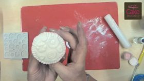 Buttons Cake Decorating Video Tutorial