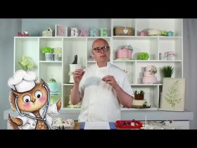 Cake Doctor Piped Flowers with Ceri Griffiths