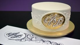 Creating Calligraphic Initials on a Sugar Plaque - Introduction