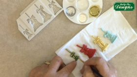 Make Detailed Christmas Bells for Cake Decorating with this Mould