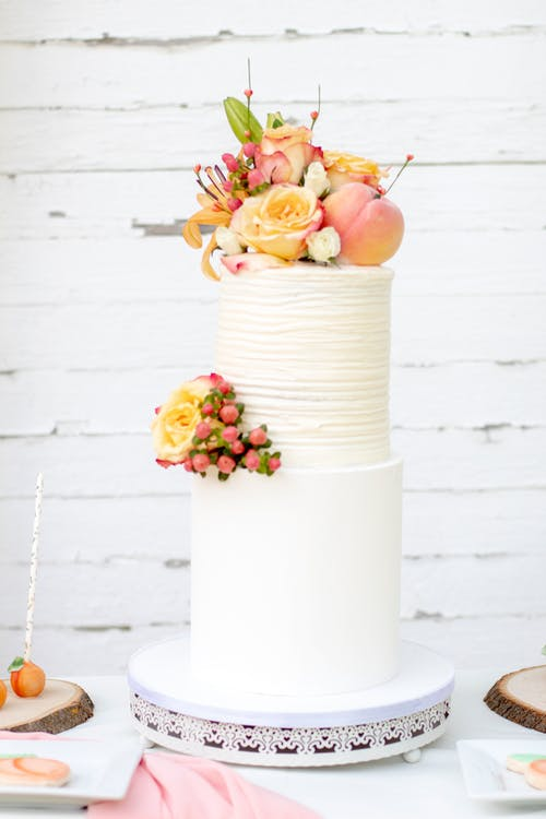 Tips on Using Edible Flowers on Cakes